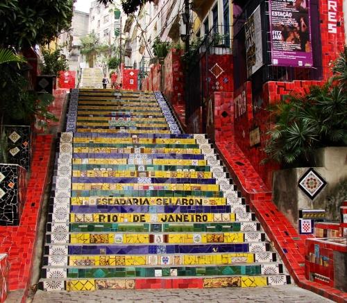 Selaron_Stairs,_Rio_de_Janeiro,_Brasil