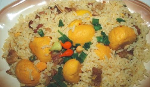Pequi-com-arroz-e-charque