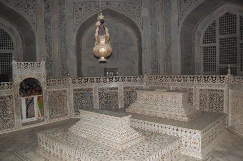 Taj-Mahal-Inside-Photo.jpg